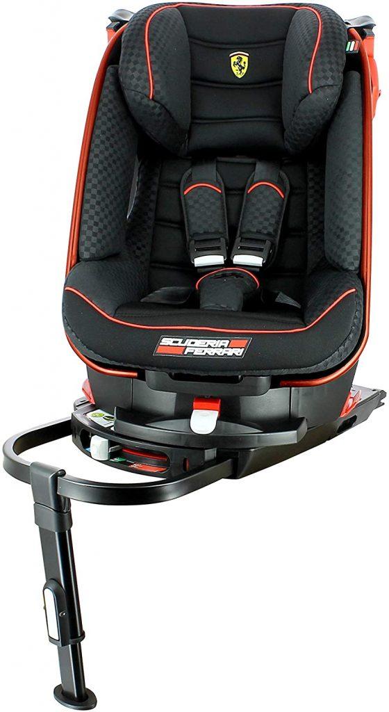 Ce siège auto Ferrari isofix de la marque Nania pivote à 180°.